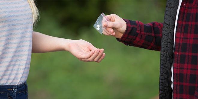 كيف يمكن لمدارسنا وقاية الطلاب من المخدرات