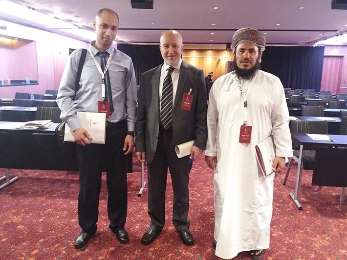 مع الأستاذ خليفة بن خلفان اليعربي معلم أول لغة عربية بسلطنة عمان و محمد بريش مستشار بالمنظمة
