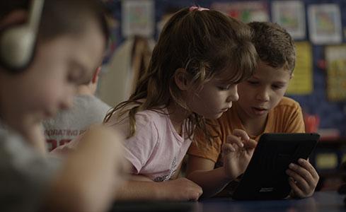 تطبيقات تعليمية على أجهزة اندرويد يستخدمها أطفال